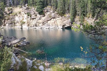 Great place to explore - Horseshoe Lake in Jasper National Park, Canadda